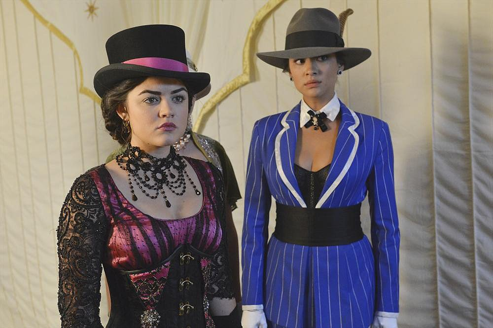 Pretty Little Liars: Aria and Emily