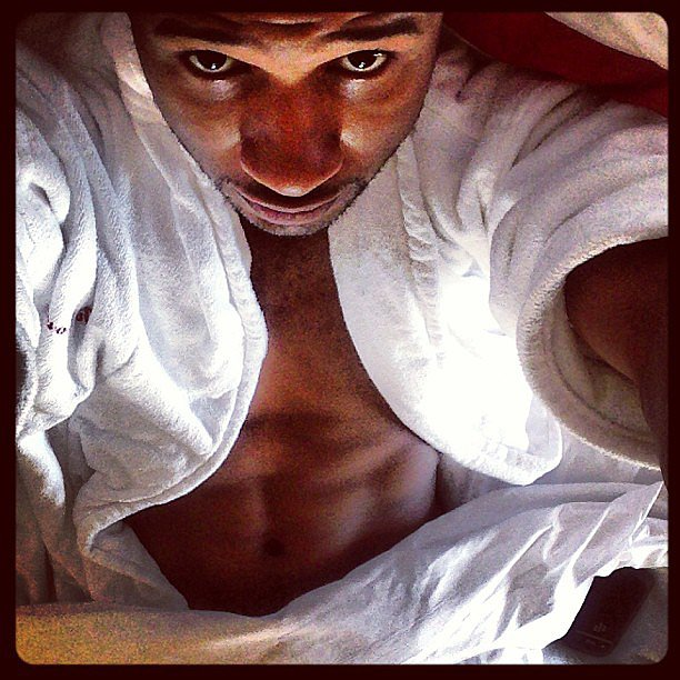 Usher gave a glimpse of his abs in this Instagram selfie in October 2013. Source: Instagram user howuseeit