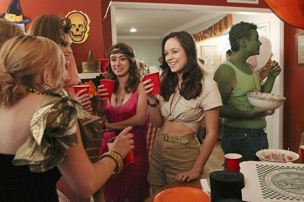 The Goldbergs Safari guide Erica (Hayley Orrantia) and Hulk Barry (Troy Gentile) go to a senior's party on The Goldbergs' Halloween episode.