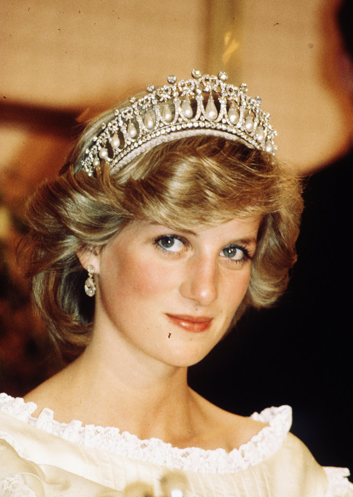 Looking every bit a princess, Diana was gorgeous with her face-framing waves.