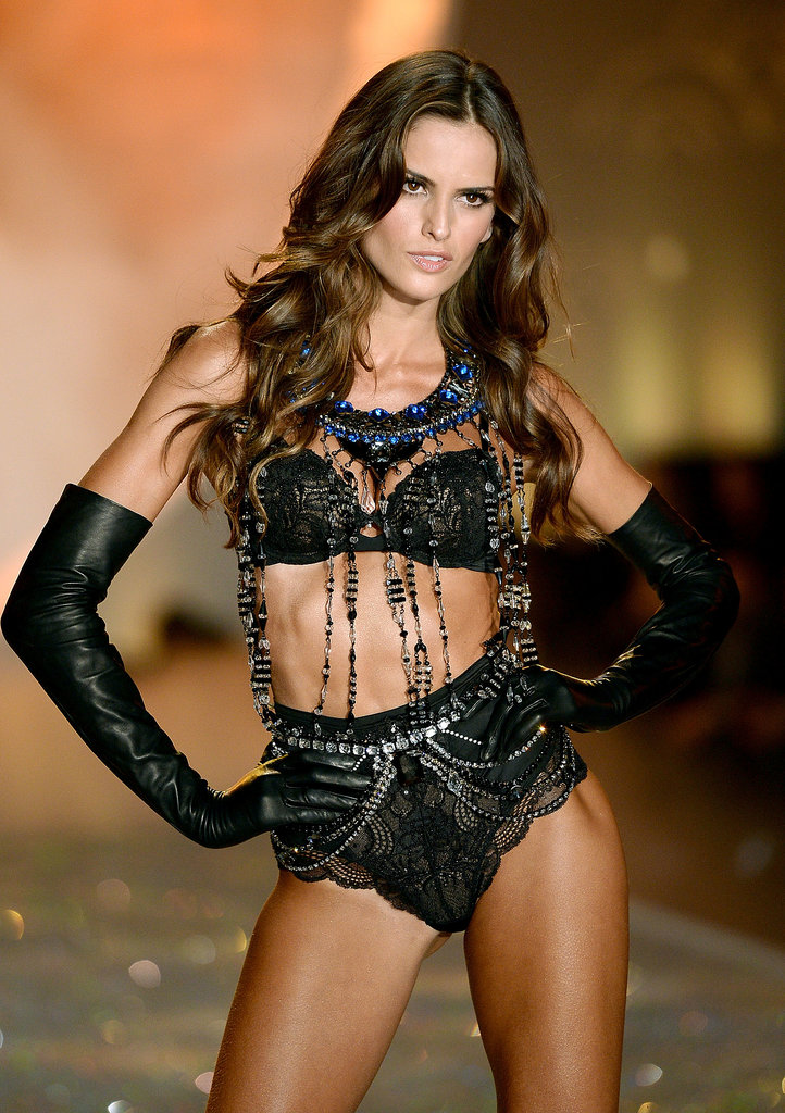 Izabel Goulart had parted locks.