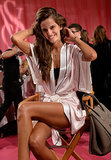 Izabel Goulart showed off her tan and muscular legs.