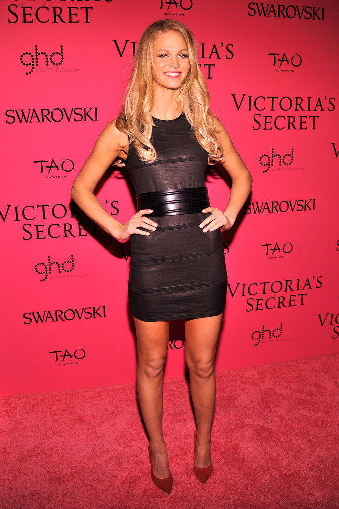 Erin Heatherton let a wide belt define the waist of her short black frock.