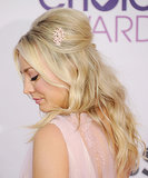 Kaley Cuoco added a pretty pin to her minibeehive when she hosted the 2013 People's Choice Awards.