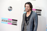Jake Owen wore a gray suit.