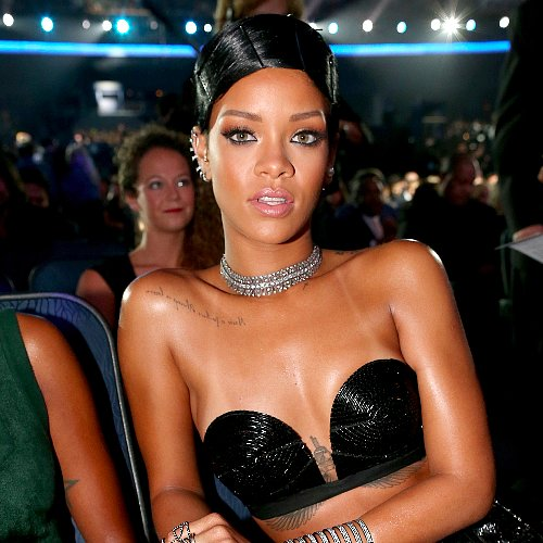 Rihanna Hair and Makeup at American Music Awards 2013