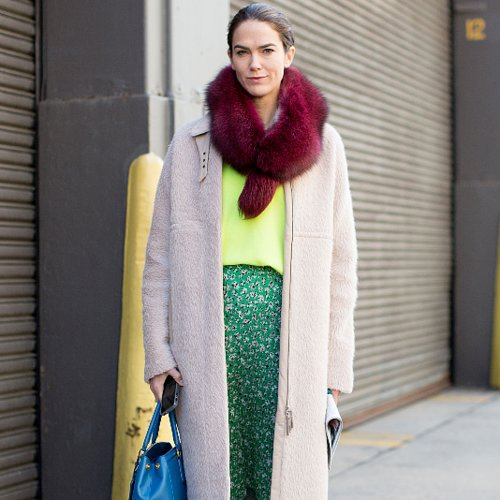Cute Bright Outfit Idea For Winter