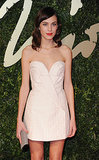 Alexa Chung looked simple and beautiful on the red carpet.