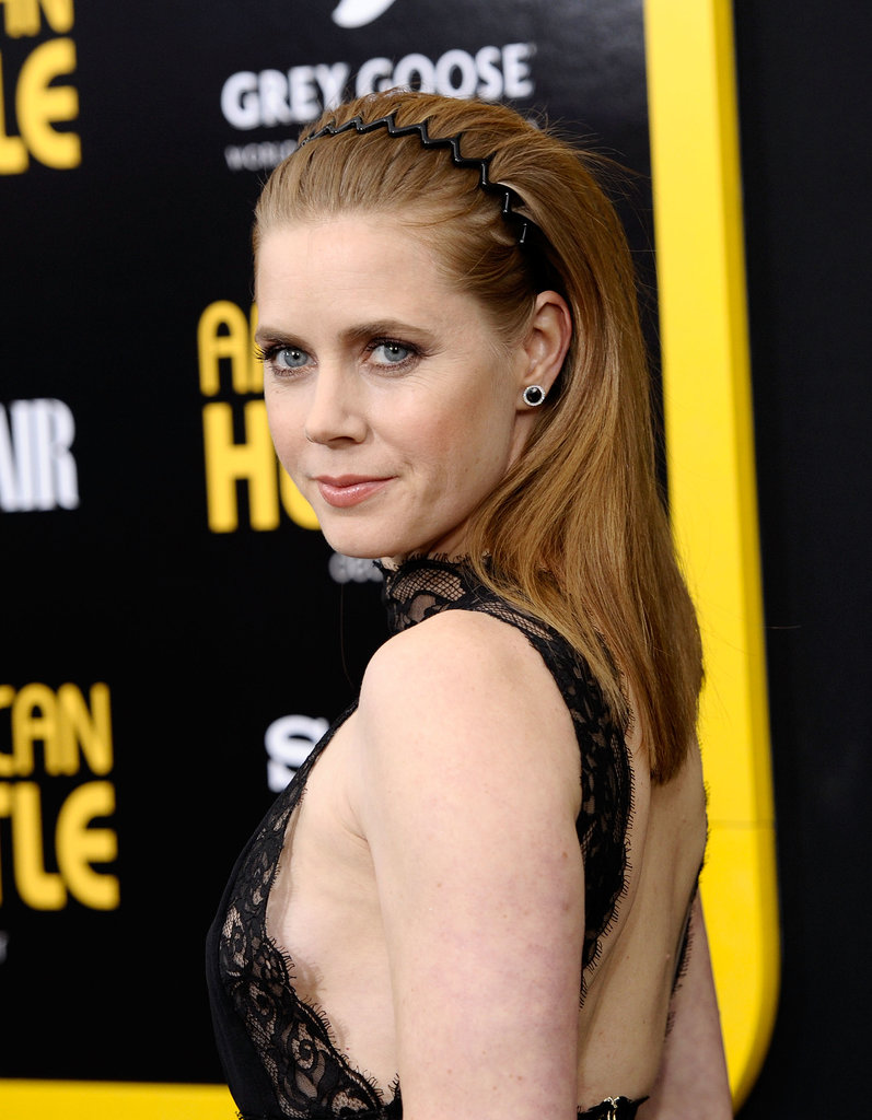 Amy Adams wore a zig-zag headband.