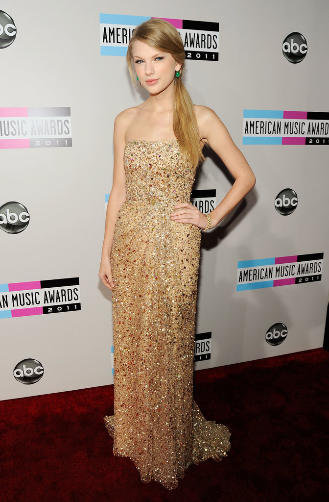 Megawatt emerald earrings lent a welcome pop of color to her shimmering champagne Reem Acra gown at the 2011 American Music Awards.