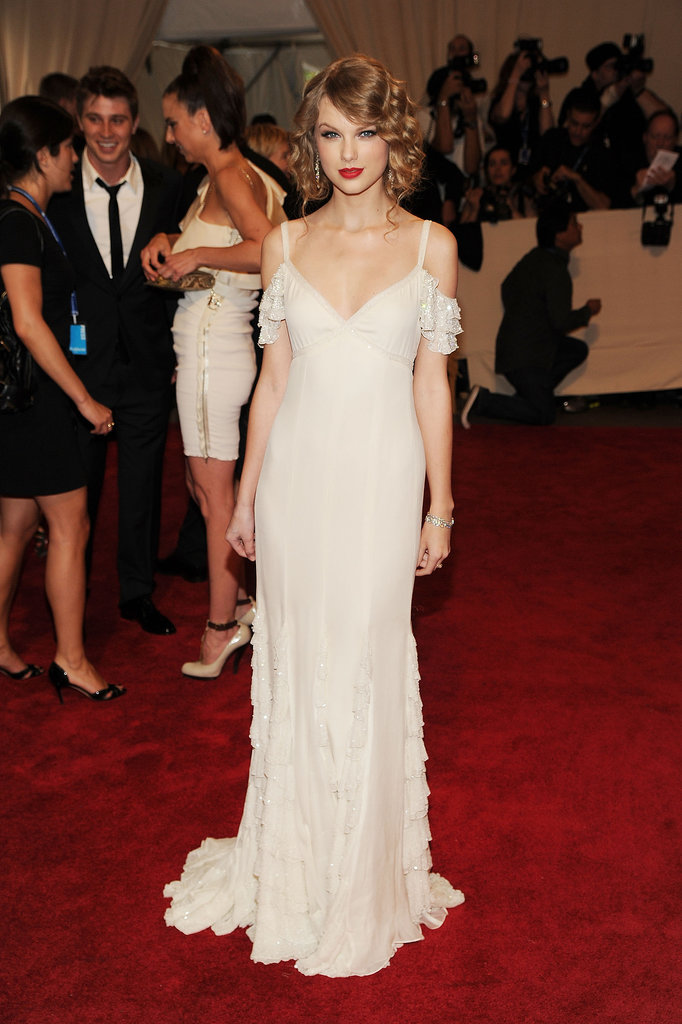 Proving she can look just as spectacular sans bling, Taylor worked an ethereal Ralph Lauren creation for the 2010 Met Gala.