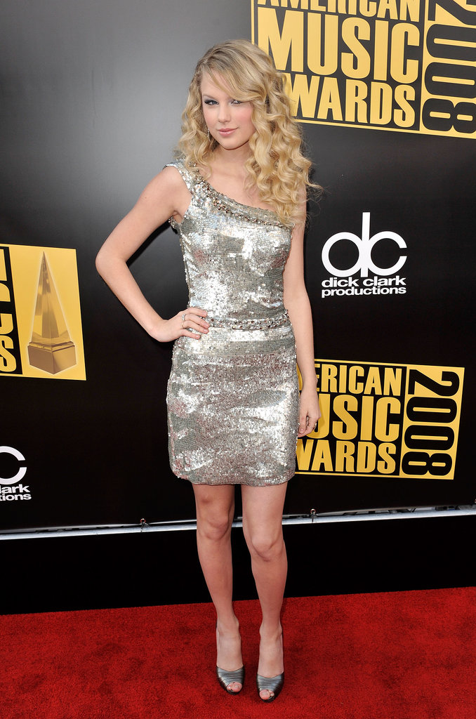 All hail the country queen in her silver all-over sequin creation at the 2008 American Music Awards.