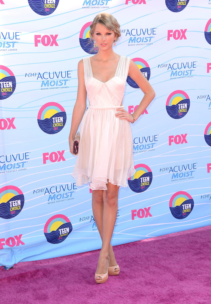 Age appropriate in a sweet Maria Lucia Hohan LWD, Edie Parker clutch, and nude peep-toe pumps from Prada for the 2012 Teen Choice Awards.
