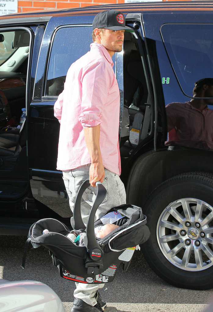 Josh Duhamel treated his and Fergie's son, Axl, to breakfast with Goldie Hawn in LA on Saturday.