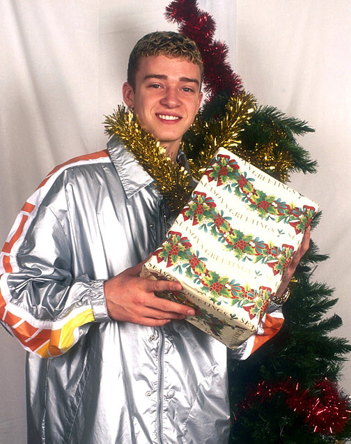And Justin Timberlake Just Wrapped One Piece of Garland Around His Neck