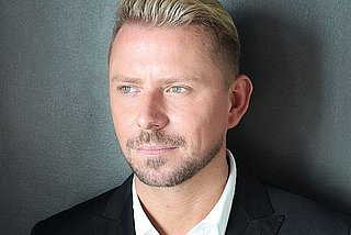 Interview: Meet Wayne Goss, the 56;Male Michelle Phan57; Selling Out Product in Five Minutes