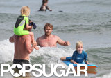 Simon Baker helped Liev Schreiber give his sons a surfing lesson.