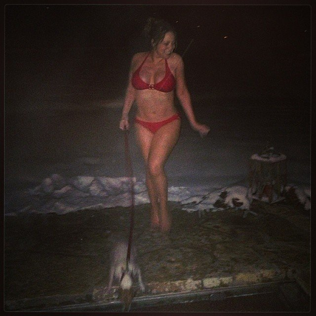 Mariah Carey braved the Aspen cold in her bikini.  Source: Instagram user mariahcarey