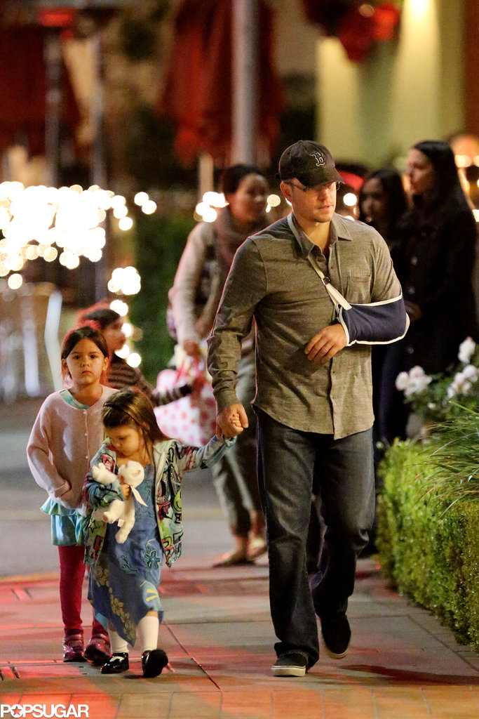 Matt Damon walked with his children.