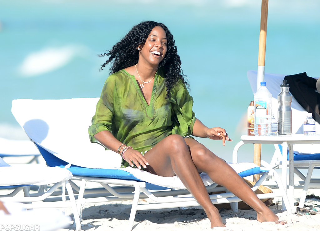 Kelly Rowland was all smiles while relaxing in Miami.