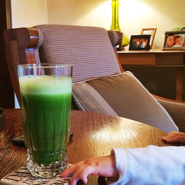 Vivian Brady tried to sneak a sip of Gisele Bündchen's green drink. Source: Instagram user giseleofficial
