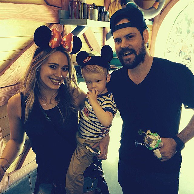 Luca Comrie visited Disneyland for the very first time with his mom, Hilary Duff, and dad, Mike Comrie. Source: Instagram user hilaryduff