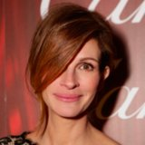 Julia Roberts's Hair is Paparazzi-Proof