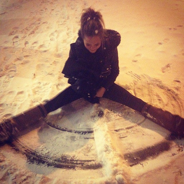 Chrissy Teigen played in the snow. Source: Instagram user chrissyteigen