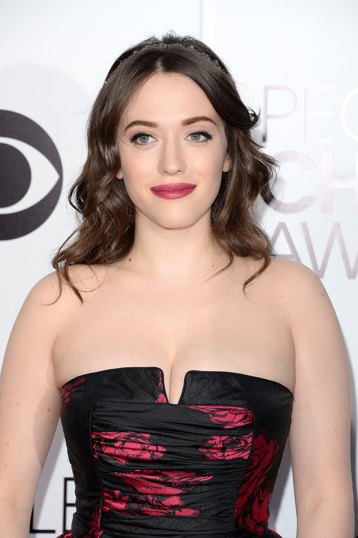 Kat Dennings Hair And Makeup At People S Choice Awards