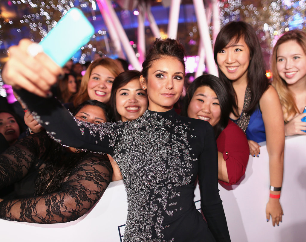 Nina Dobrev snapped a selfie of her own while walking the People's Choice Awards red carpet.