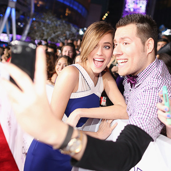 Celebrities Taking Selfies at 2014 People's Choice Awards