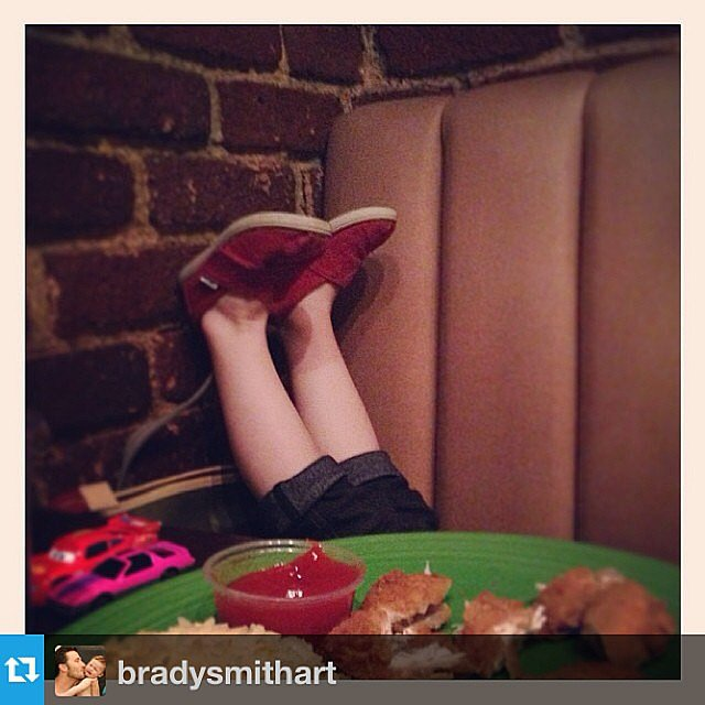Harper Smith demonstrated what life is like dining with a preschooler at a restaurant. Source: Instagram user tathiessen