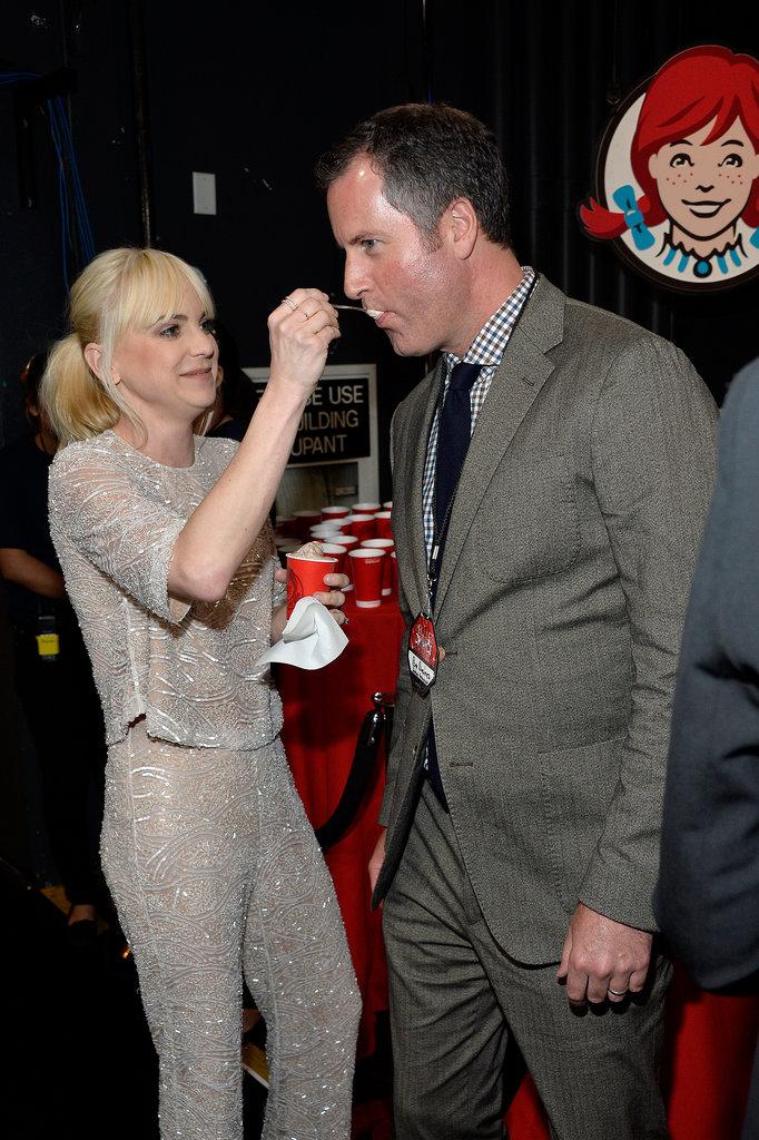 Anna Faris fed ice cream to a friend backstage.