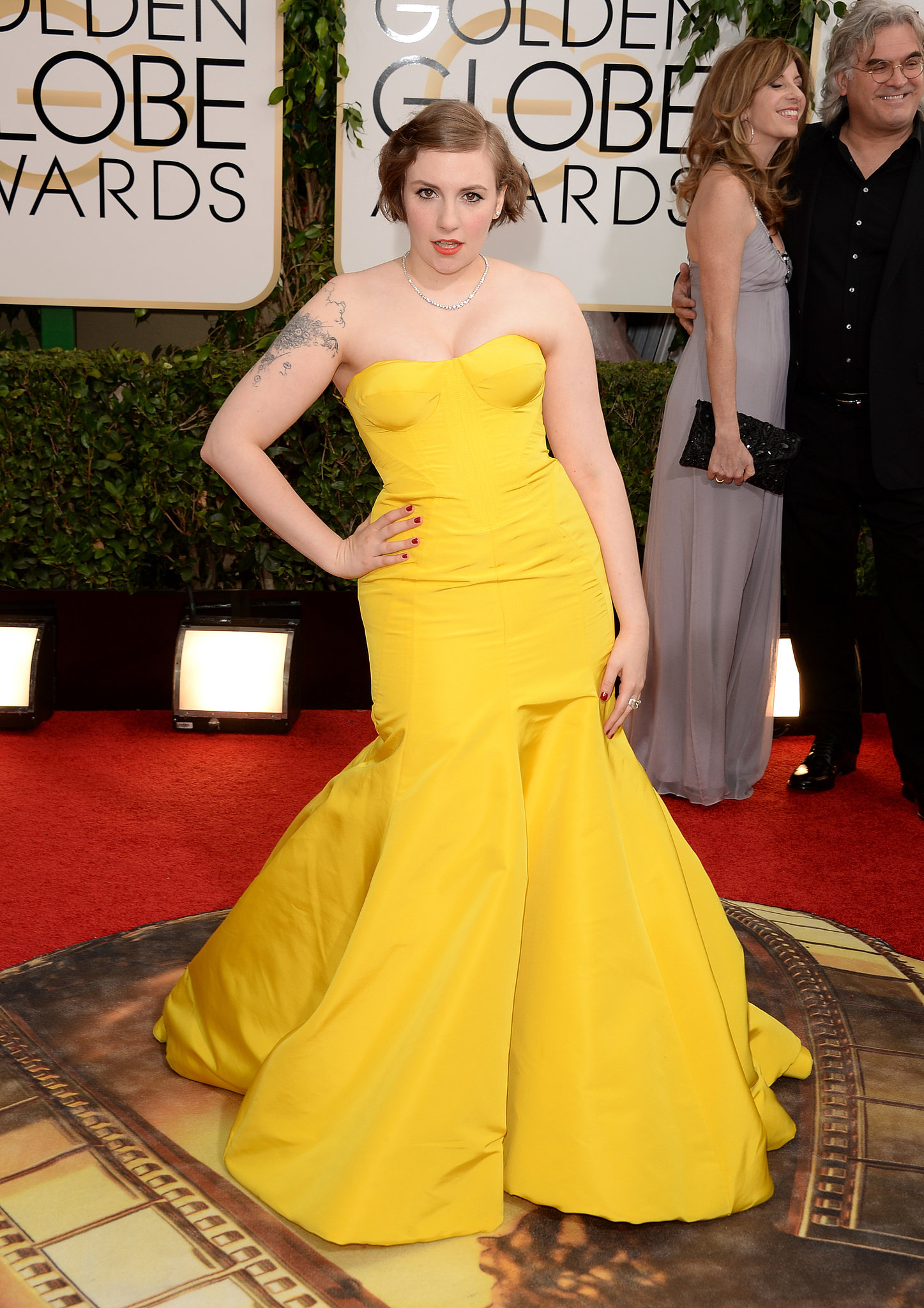 Lena Dunham looked stunning in a bright yellow Zac Posen dress at the Golden Globe Awards.