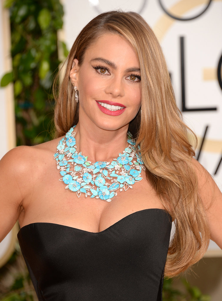 Though we can't deny Sofia Vergara's ample beauty assets, it was her defined brows, winged eyeliner, and long blond locks that played up her sweet, sun-kissed glow.