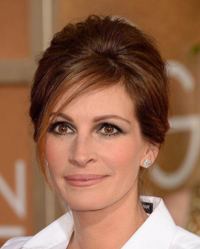 Julia Roberts lined her gorgeous hazel eyes with brown smokey shadow, that complemented her chestnut locks.