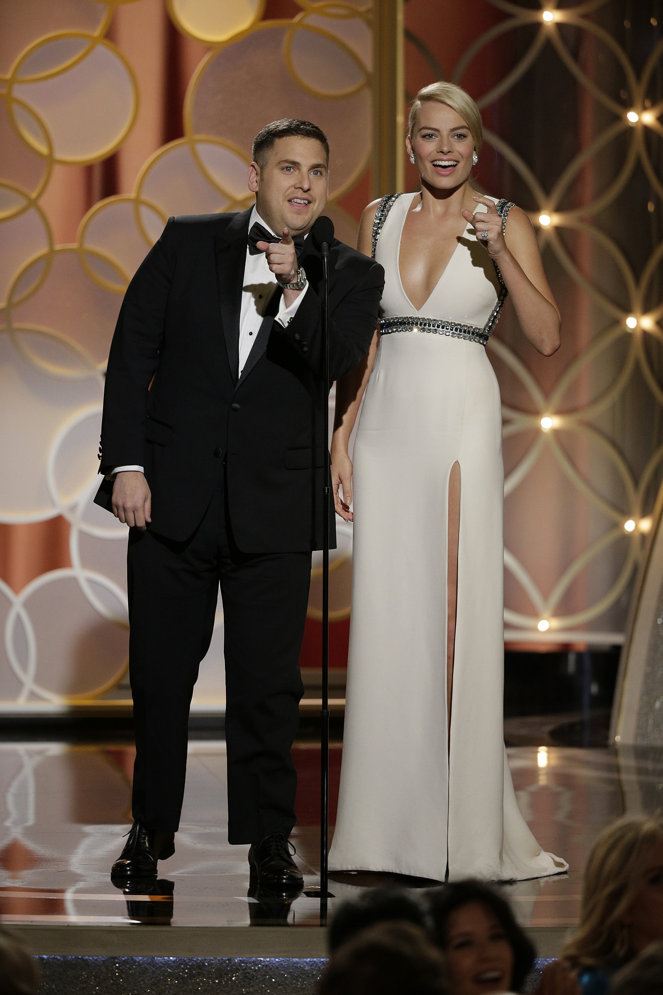 Margot Robbie took center stage at the Golden Globes with her The Wolf of Wall Street costar Jonah Hill as they fumbled through a teleprompter failure.