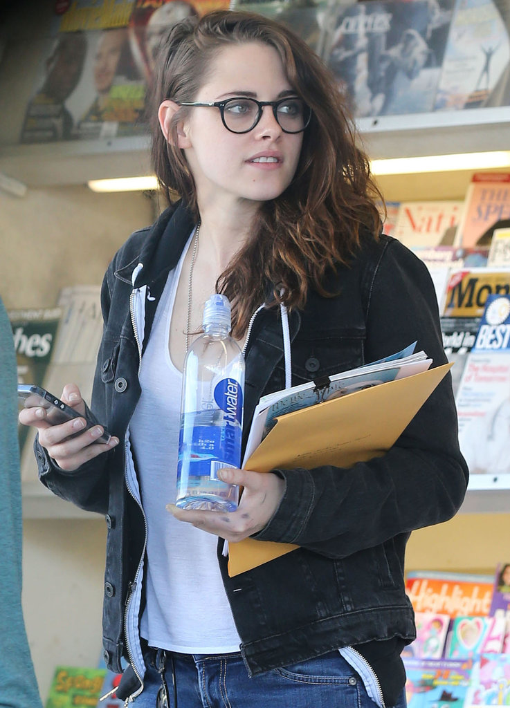 Extra, Extra! Kristen Stewart Gets Caught Up on the News