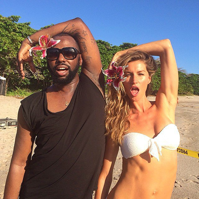 Gisele Bündchen had fun on the beach with director Stephen Galloway during her photo shoot for H&M.  Source: Instagram user giseleofficial