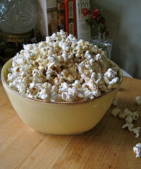 Cheesy-Spicy Popcorn