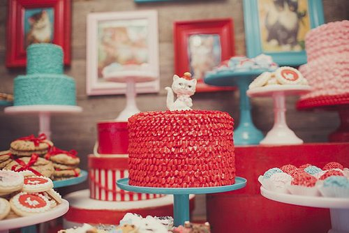 Meow! A Ruffled Kitty Cake