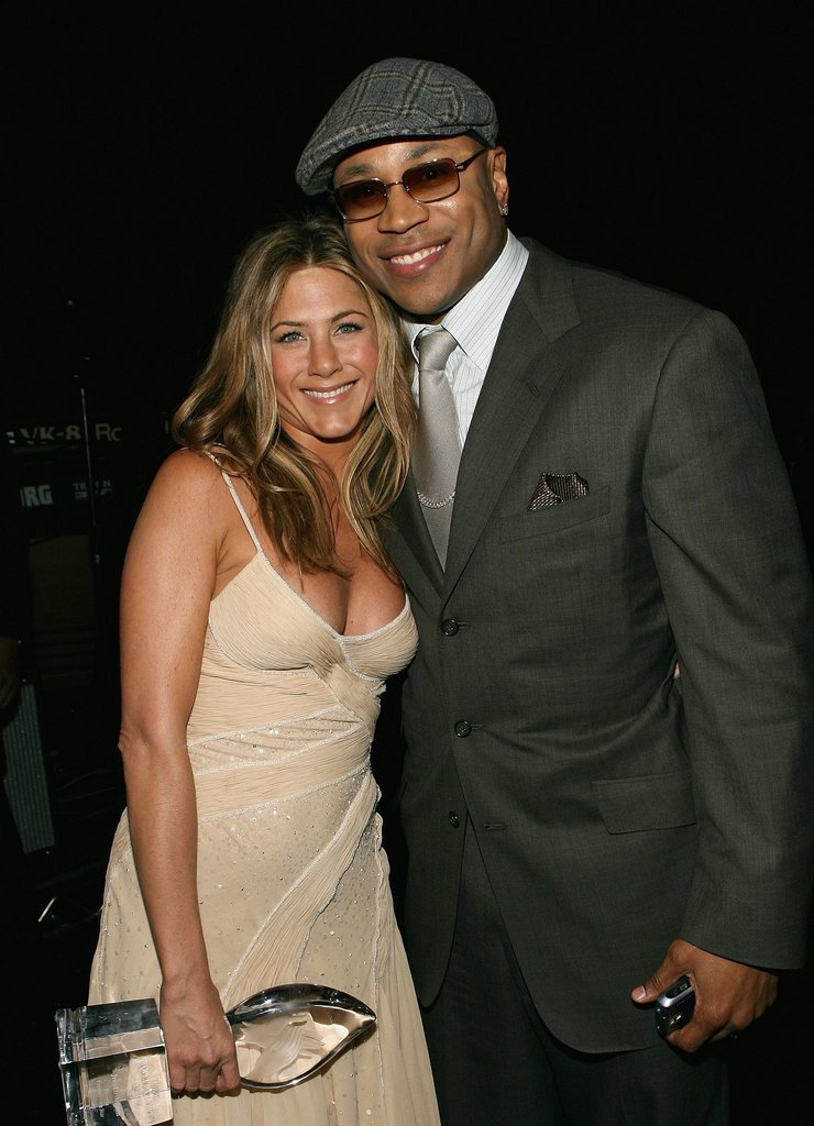 Jennifer posed backstage with LL Cool J at the People's Choice Awards in January 2007.