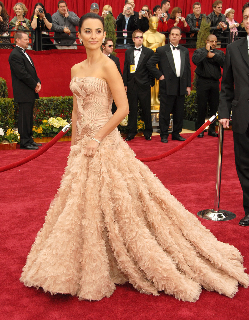 Penélope Cruz in Versace at the Oscars