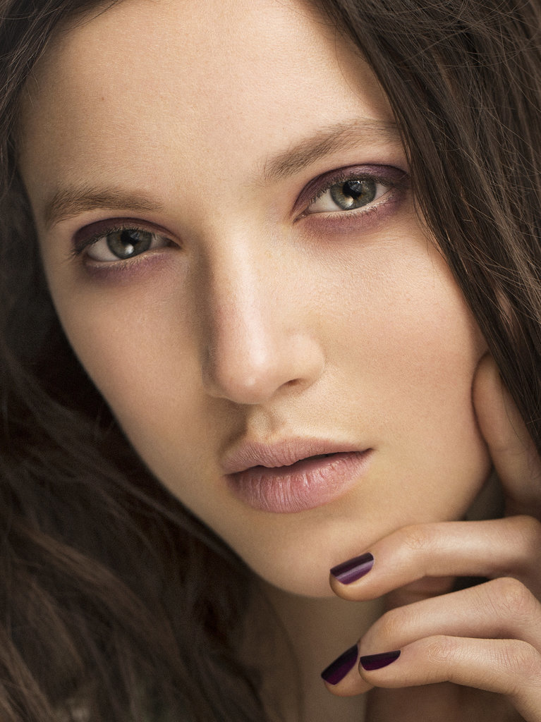 Burberry Prorsum Ditches the Nude For a Vampy Palette