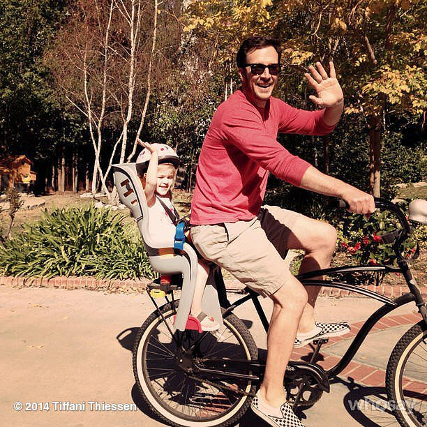 Harper Smith grabbed a ride from her dad, Brady, while mama Tiffani Thiessen was home sick.  Source: Instagram user tathiessen