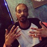 Snoop Lion mit manikürten Fingernägeln
