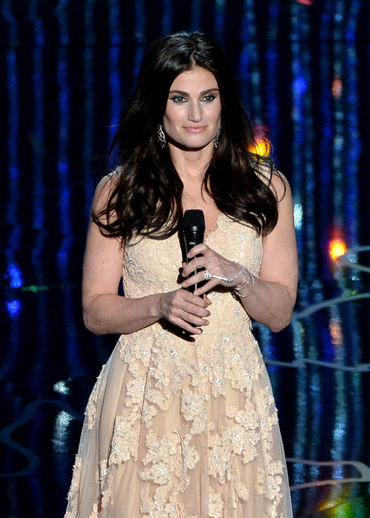 "Idina Menzel performed Oscar-winning song ""Let It Go"" from Frozen."