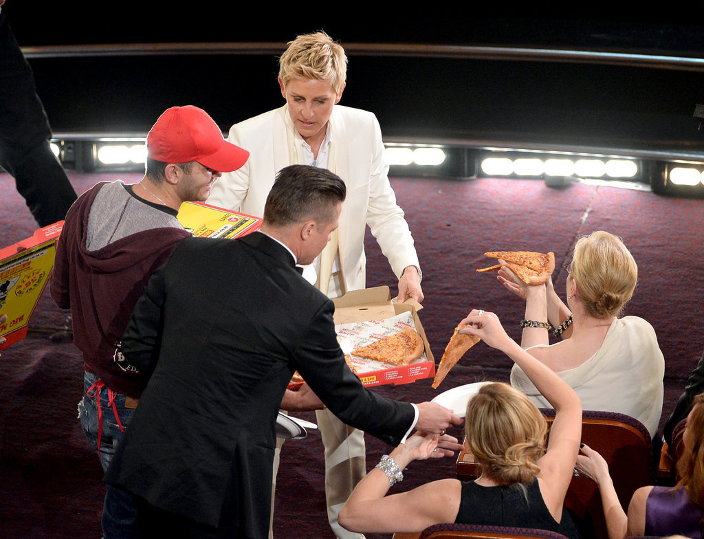Brad Pitt, Julia Roberts, and Meryl Streep got in on the pizza party action during the Oscars, giving us one of the best photos of the night!