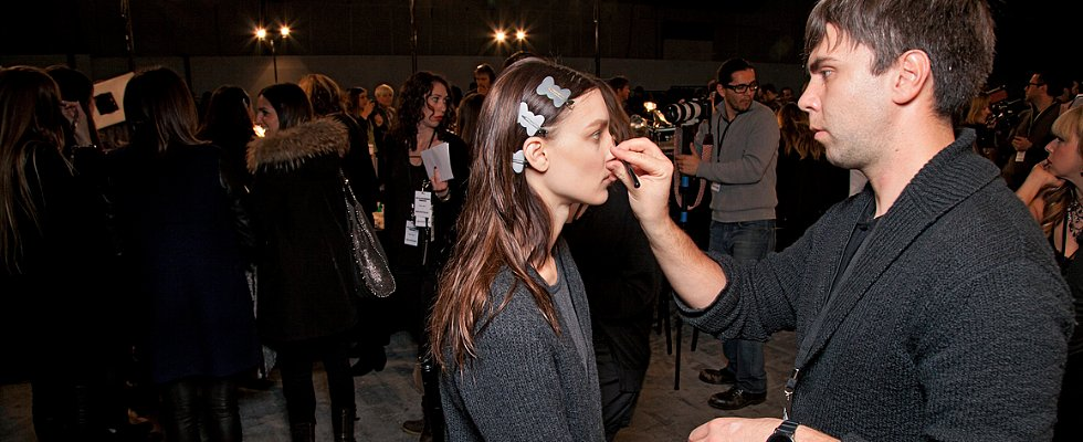 How the Pros Cover a Pimple Prerunway