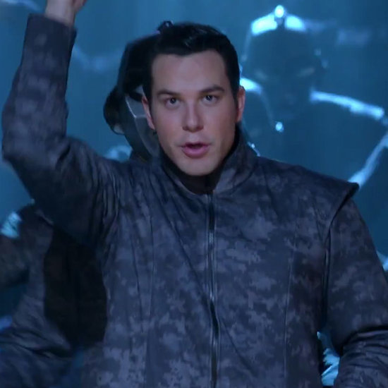 "Watch Pitch Perfect's Skylar Astin Totally Nail ""Mr. Roboto"" on Glee"